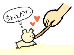 長い棒状のエサを食べるハムスター